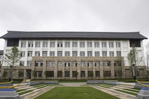 万达职业技术学院教学楼。