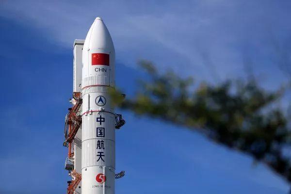 ▲资料图片:在海南文昌航天发射场拍摄的长征五号遥二火箭(新华社)