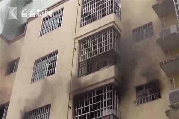 视频|熊孩子家中玩蜡烛引火灾 烧得四壁漆黑家具全毁