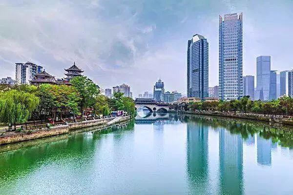 在尊重和顺应城市发展规律的基础上,成都对城市功能,空间结构,发展