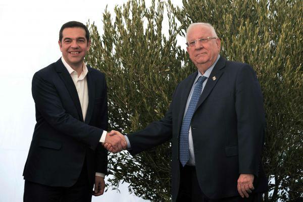 1月30日,希腊总理和以色列总统参加了希腊犹太人大屠杀纪念馆奠基仪式,告诫人们不应忘记历史。(新华社)