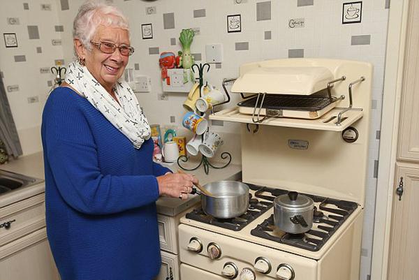"""罕见!英国一""""古董""""烤箱已使用59年 仍正常工"""
