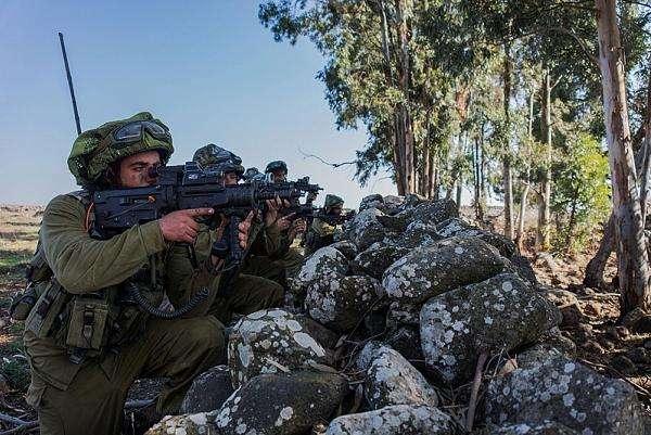 图为以色列陆军正在进行演习