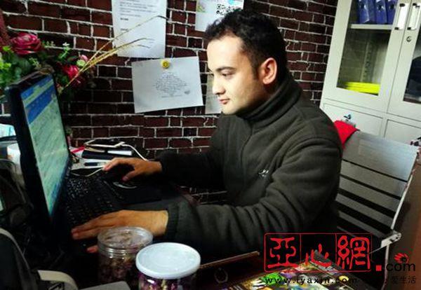 新疆和田地区职业技术学校调查:技交谈平面设计在手面试图片