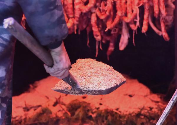 重庆熏腊肉经历了什么?从一纸禁令到无烟环保集中熏制