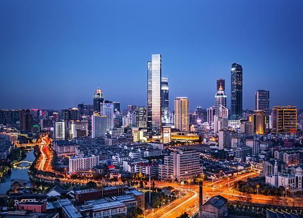 2010年北京gdp_上海全年GDP首次突破3万亿元