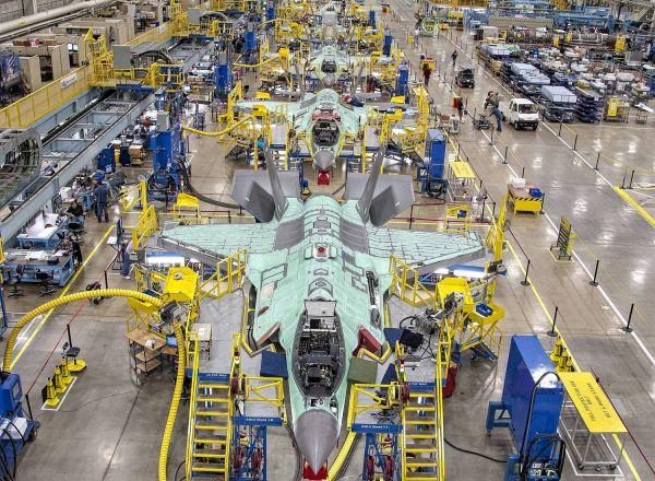 资料图片:美国洛马公司的F-35隐身战机生产线。(图片来源于网络)