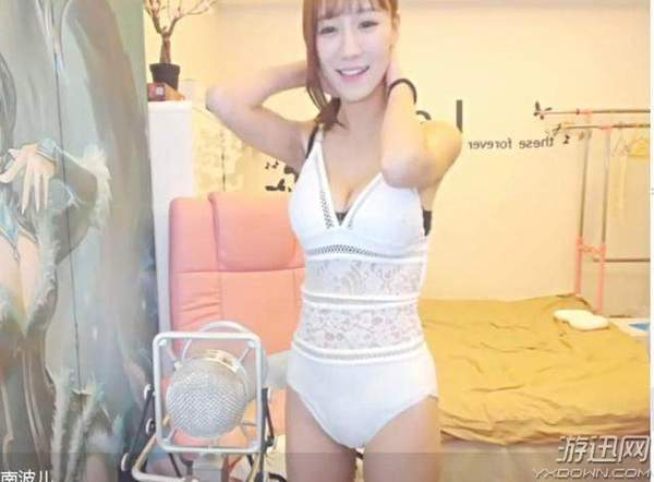 澳门金沙网站:LOL美女主播南波儿泳装出镜_身材惹火,引90万粉丝围观