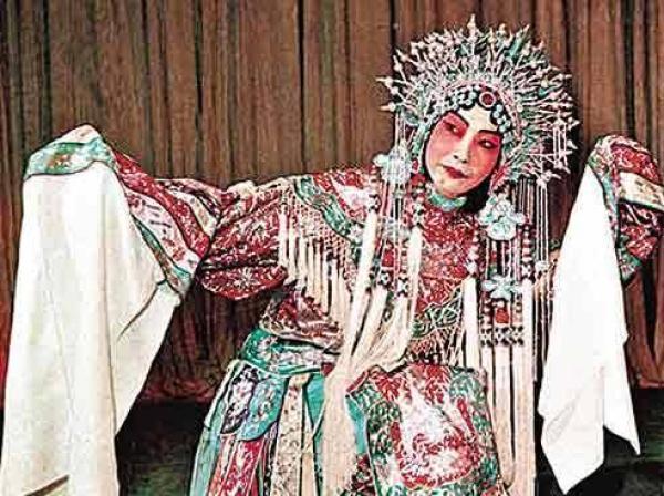 """中国戏曲人物画:一招一式的背后感受到""""中国向来的灵魂"""""""