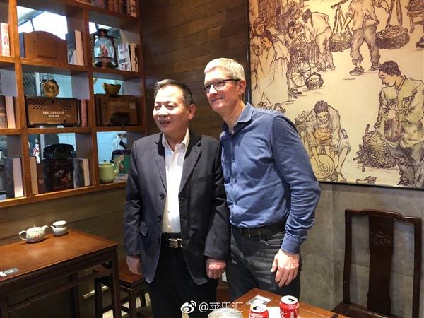 苹果CEO库克上海吃包子大快朵颐:获赠一双筷子