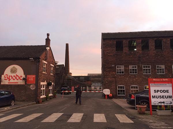 斯波德瓷器展示厅和已经关闭的厂房。照片拍摄于2017年12月1日。本文图片均由作者提供。
