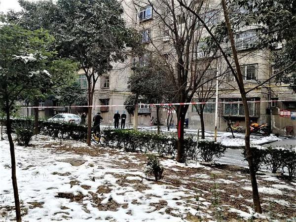 咸阳一小区发生爆炸:男子找女友讨债引爆爆炸物,2死1伤