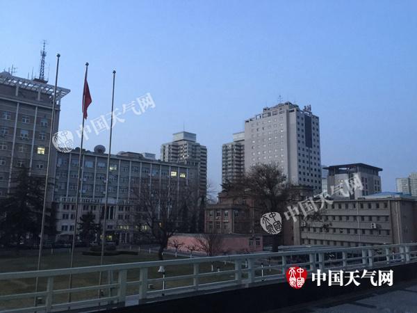 今晨,北京市海淀区,天蒙蒙亮,空气质量较好。