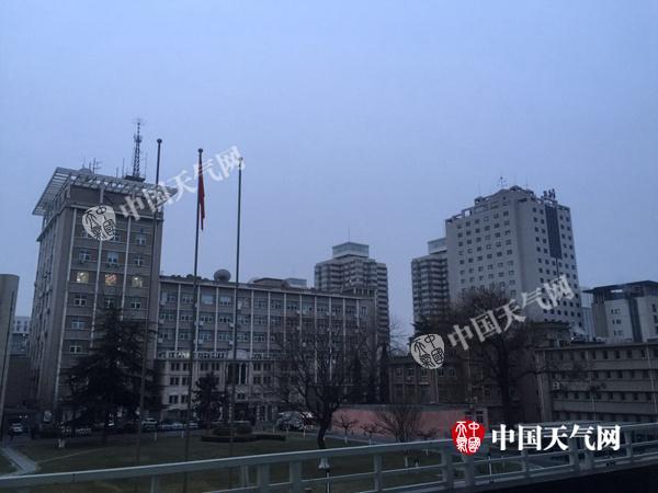 今晨,北京市海淀区上空,云量较多。