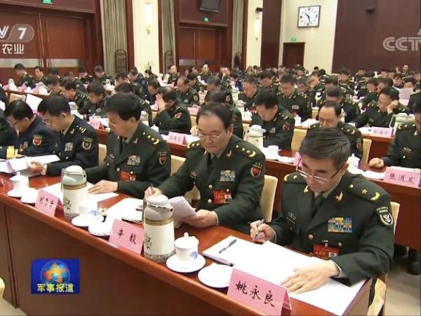 姚永良少将(右一) 视频截图