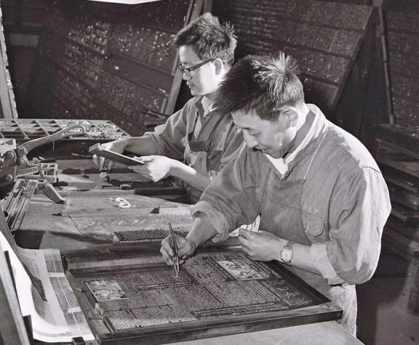 铅字印刷时代的《新华日报》。