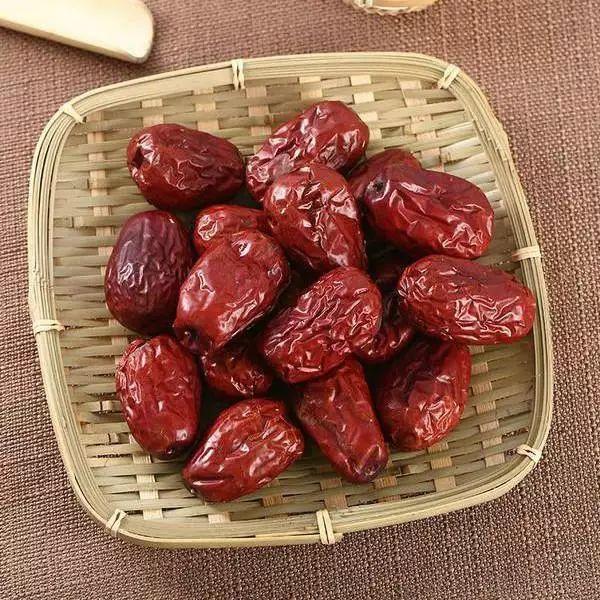 红枣和它一起泡,每天一杯,7天身体内湿气消,脸色更红润!
