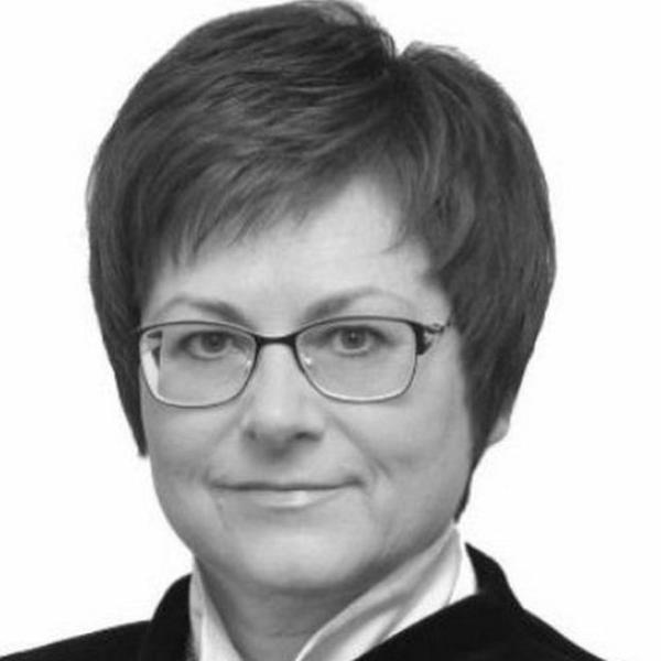 56岁的奥尔斯克市财政部主任安东尼娜在事故遇难。