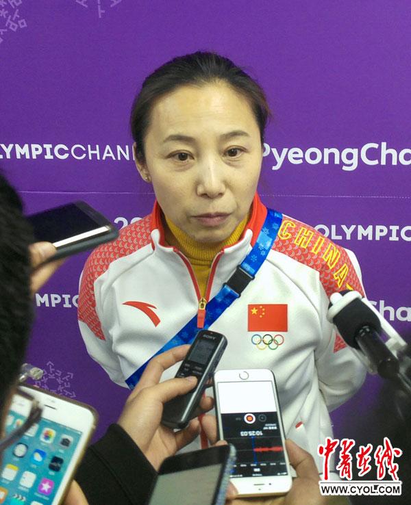 李琰接受媒体采访。中国青年报・中青在线特派记者 慈鑫 摄