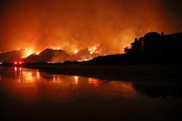 山火在延烧。