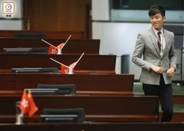 郑松泰早前被判两项侮辱国旗及区旗罪罪成,合共罚款5000港元。(图源:港媒)