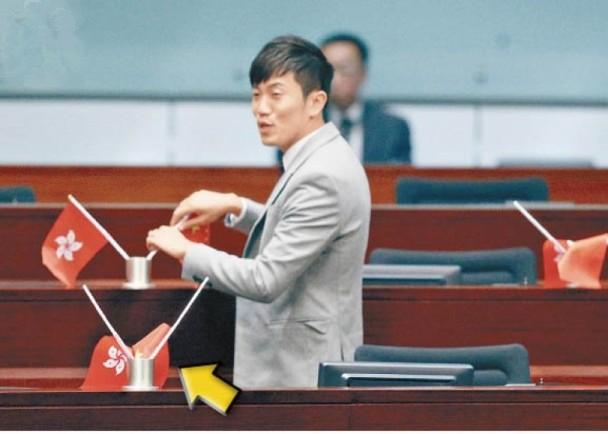 郑松泰早前被裁定两项侮辱国旗及区旗罪罪成被辞教职。(资料图)