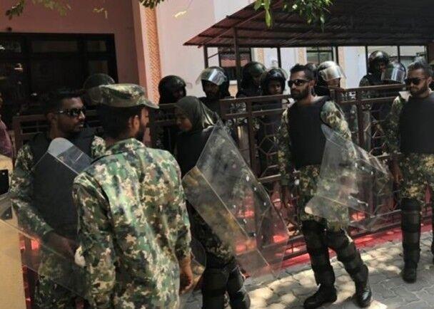 马尔代夫军队封锁国会