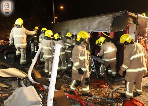 香港车祸乘客忆惊魂一刻:如坐快艇 大巴一度靠单侧轮行驶