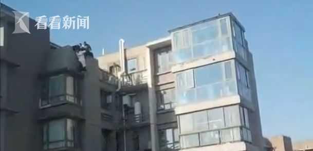 视频|孕妇欲从16楼跳楼轻生 民警单手托举救人