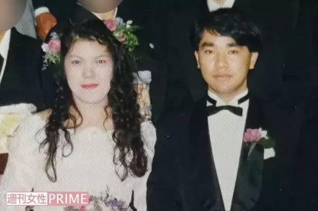 90年代,小室佳代与小室敏胜的结婚照。