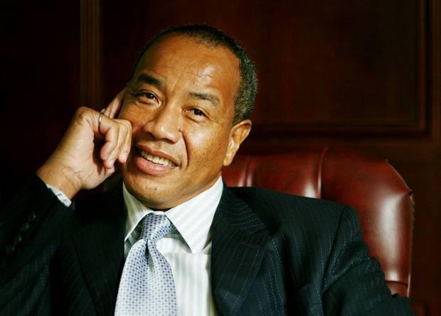 靠模仿巴菲特成华人首富,还买下牙买加最大银行