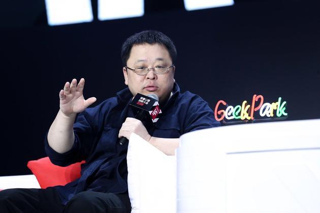 锤子科技将推AI手机 罗永浩:准备好纸尿裤