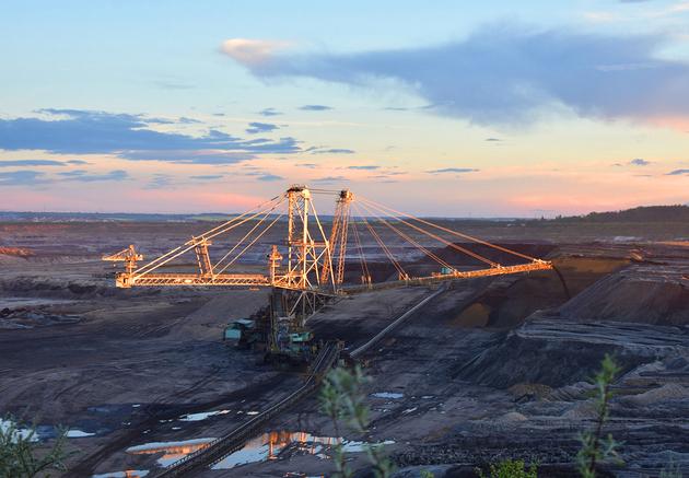 露天煤矿资料图(图片来源:摄图网)