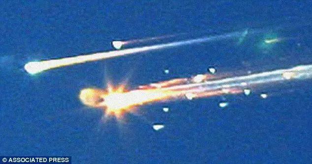 ▲2003年2月1日,美国哥伦比亚号航天飞机的碎片划过德克萨斯州的天空
