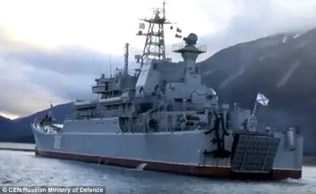 ▲近日,俄罗斯在堪察加边疆区进行实弹训练。(英国《每日邮报》)