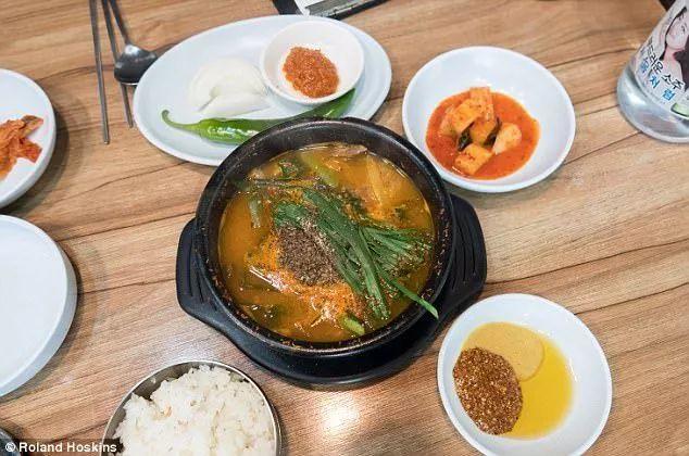 ▲Bosintang,韩国一种狗肉做的汤,据说可以提高食用者的性欲。