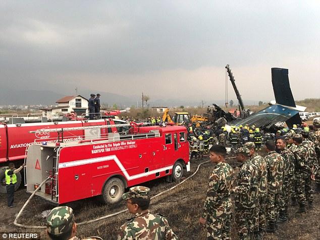 消防和急救部门在现场救援。(图片来源:路透社)