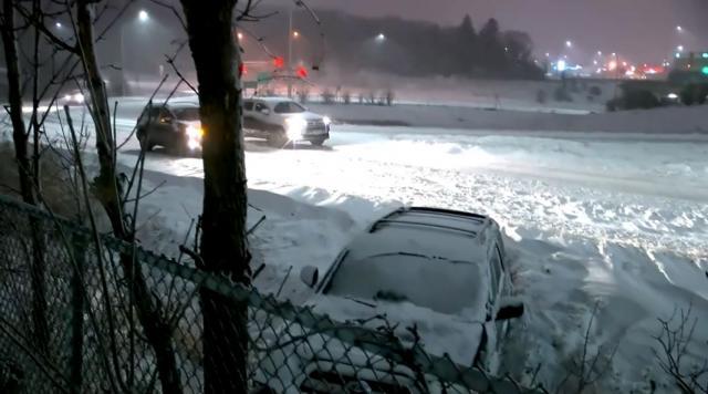 视频 入冬首场超强暴风雪袭击明尼苏达州 至少造成120起交通事故1人死亡