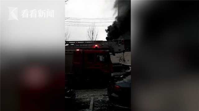 视频|沈阳市府恒隆广场发生火灾 12辆消防车现场处置