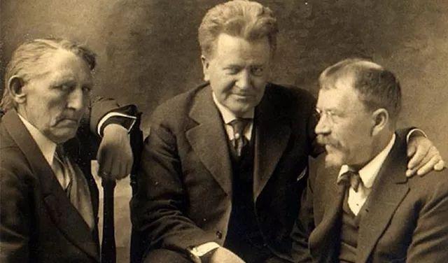 美国著名记者林肯·斯蒂芬斯(LincolnSteffens,右),与威斯康星州共和党参议员罗伯特·拉福莱特(中),美国海事劳工组织领袖安德鲁菲吕塞特。