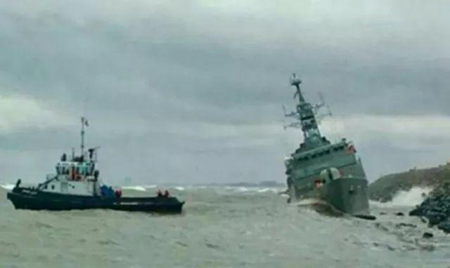 伊朗最大国产军舰被强风吹上岸 撞上防波
