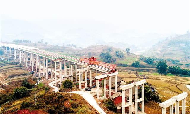 三环合长高速清平高架桥开始桥梁铺设