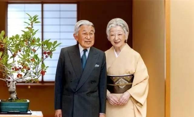 """日本""""平成""""年代将落下帷幕 安倍表情僵硬沉默无言"""