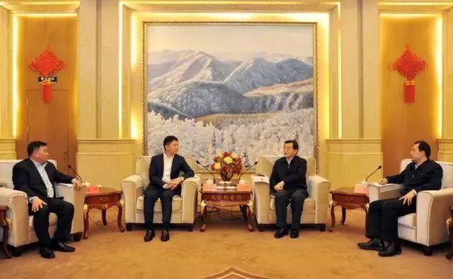 张庆伟(右二)、陆昊(右一)会见刘强东(左二)
