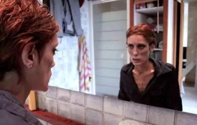 因患厌食症于2010年去世的法国女模伊莎贝尔·卡罗。图片来自网络