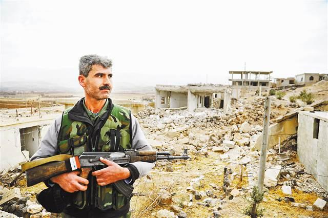 叙反对派武装豪沃新型环保渣土车开始从大马士革西南地区撤离