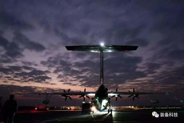 傅前哨认为,中国三个大飞机项目都具备军民融合的潜力,运-20后续有