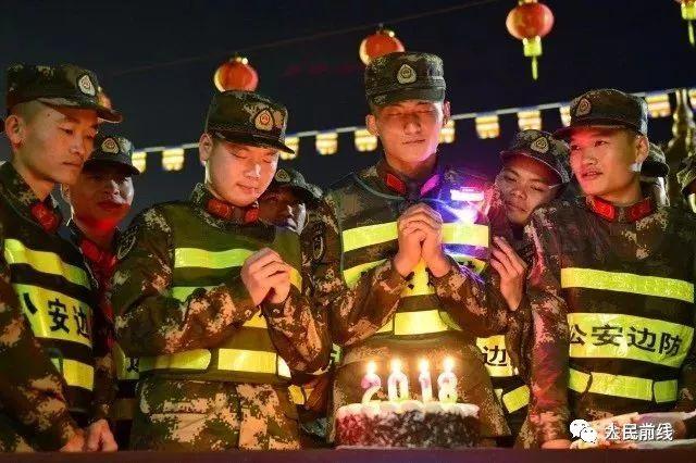 网友们,让我们一起回味这个春节发生在军营的那些感人故事……