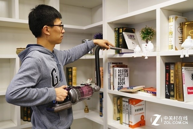 吸尘器可清洁地面以上的空间