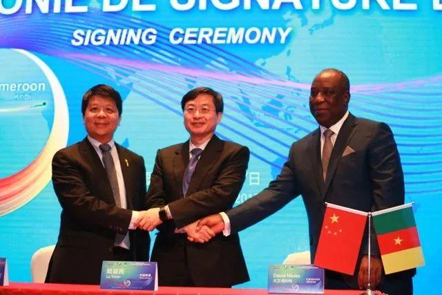 ▲资料图片:2017年6月28日,华为海洋、中国联通、喀麦隆电信在上海共同签署南大西洋国际海底光缆建设合同。(华为官网)